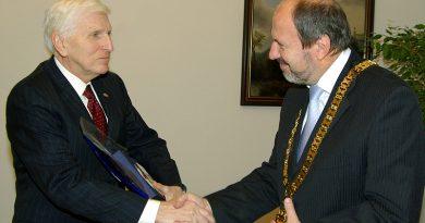 Bývalý veľvyslanec Vince Obsitnik behá plný energie